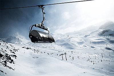 Austria, Tyrol, Ischgl, cable car in winter landscape in the mountains - p300m1069087f by Bela Raba