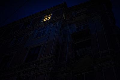 Window - p1007m959817 by Tilby Vattard