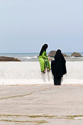 Muslim women looking at the sea - p6120233 by Pierre c.