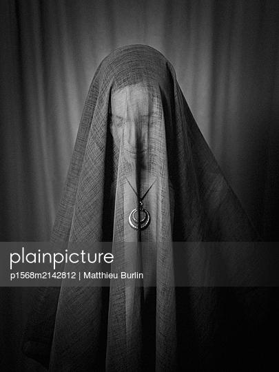 Veiled woman - p1568m2142812 by Matthieu Burlin