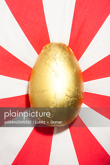Golden egg - p454m2245332 by Lubitz + Dorner