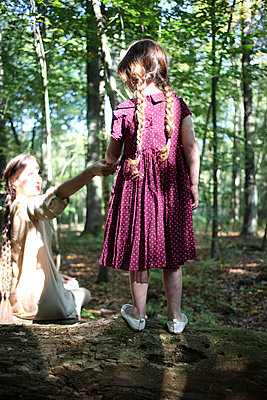 Mother and daughter - p045m953747 by Jasmin Sander