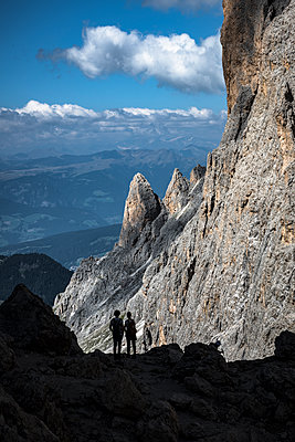 A joung couple contemplating the landscape after a long hiking trail, Dolomities, South Tyrol, Italy, Europe - p1062m2199753 by Viviana Falcomer