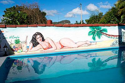 Kubanischer Pool - p451m1004123 von Anja Weber-Decker