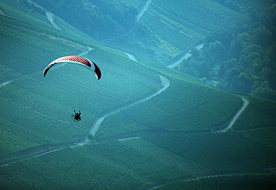 Motor paraglider - p1016m1025668 by Jochen Knobloch