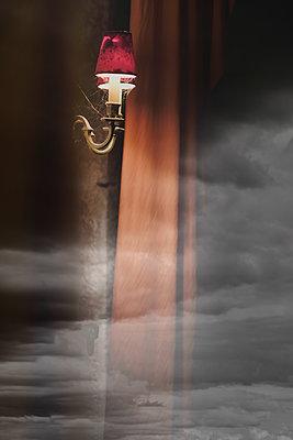 Antike Wandlampe - p335m2186184 von Andreas Körner