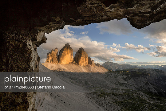 Italy, Veneto, Belluno district, Alps, Dolomites, Cadore, Auronzo di Cadore, Tre Cime di Lavaredo (Drei Zinnen) mountain landscape - p1377m2048660 by Stefano Caccia