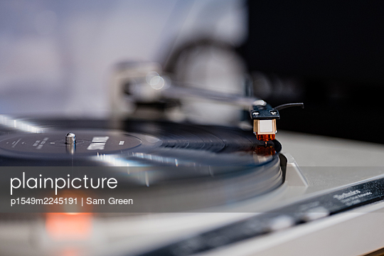 Record player - p1549m2245191 by Sam Green