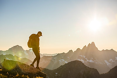 Tranquil scene of backpacker hiking across mountain summit. - p1166m2212413 by Cavan Images
