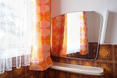 70er Jahre Badezimmer - p606m2008405 von Iris Friedrich