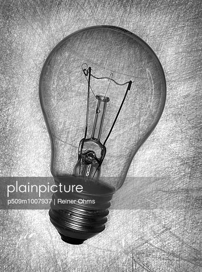 Glühbirne - p509m1007937 von Reiner Ohms