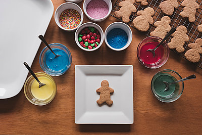 Looking down at gingerbread man waiting to be decorated - p1166m2137162 by Cavan Images