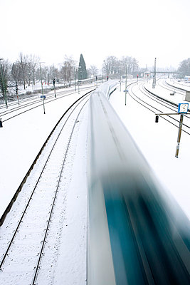 Railway in winter - p2480976 by BY