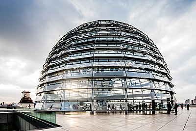 Germany, Berlin, Reichstag, View of Bundestag building - p352m1141804 by Werner Nystrand