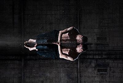 Dancer - p1139m2210682 by Julien Benhamou