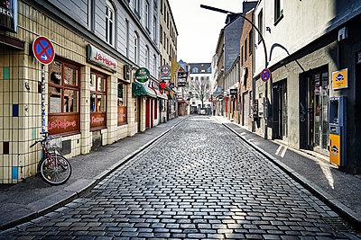 Closed shops, red-light district, Hamburg, shutdown due to Covid-19 - p1276m2178392 by LIQUID