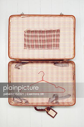Koffer packen - p464m1152321 von Elektrons 08