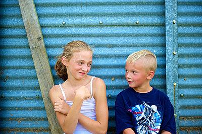 Geschwister - p1169m993972 von Tytia Habing