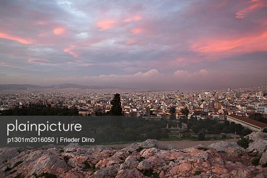 Athen bei Sonnenuntergang - p1301m2016050 von Delia Baum