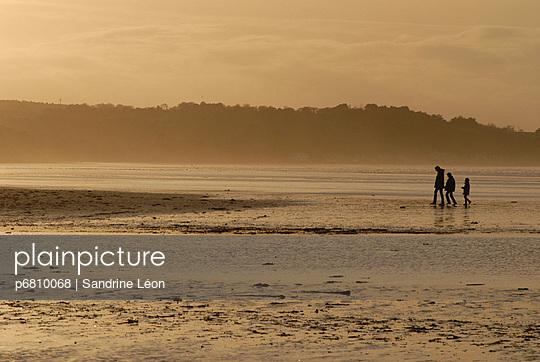 Walking on the beach - p6810068 by Sandrine Léon
