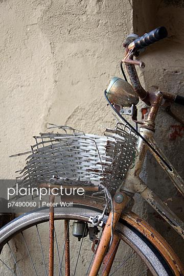 Altes Fahrrad - p7490060 von Peter Wolf