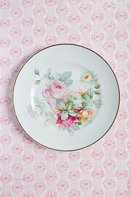 Granny's best plate - p454m1030926 by Lubitz + Dorner