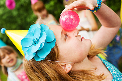 Close up of girl balancing ball on her nose - p555m1409058 by Shestock