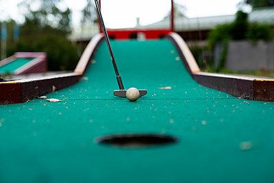 Ball and club playing miniature golf - p300m2042266 by Kike Arnaiz