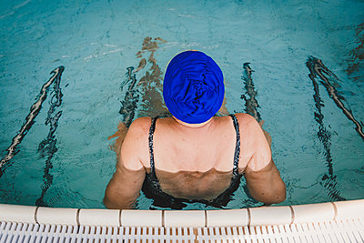 Old woman with bathing cap - p1150m2125974 by Elise Ortiou Campion