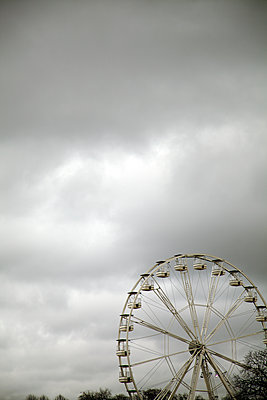 Ferris Wheel Against Grey Sky - p1248m1516246 by miguel sobreira