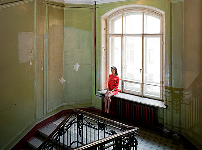 Woman in staircase - p390m1011414 by Frank Herfort