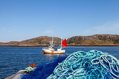 Fischkutter am Fjord - p1168m1563596 von Thomas Günther
