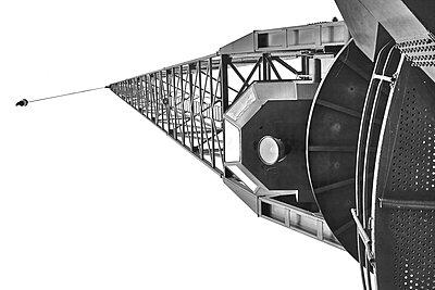 Harbour, crane, worm's eye view - p1686m2288522 by Marius Gebhardt