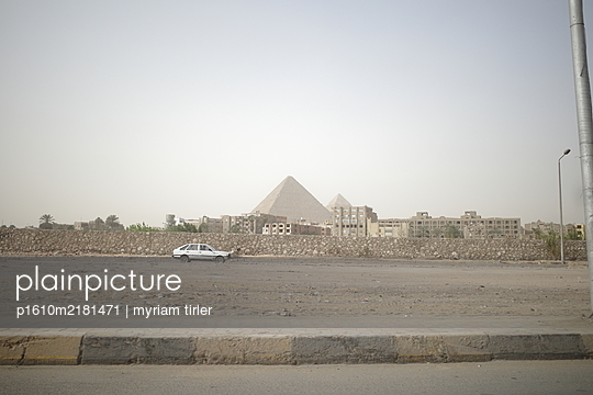 A distant view on the Gizeh Pyramids - p1610m2181471 by myriam tirler