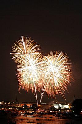 Fireworks - p1790294 by Roland Schneider