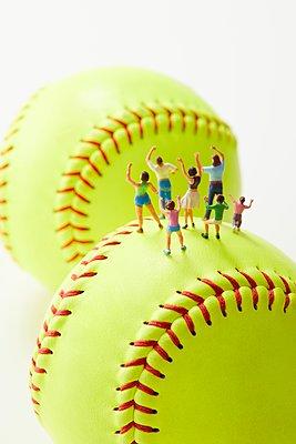 Baseball - p307m2127182 by Naho Yoshizawa