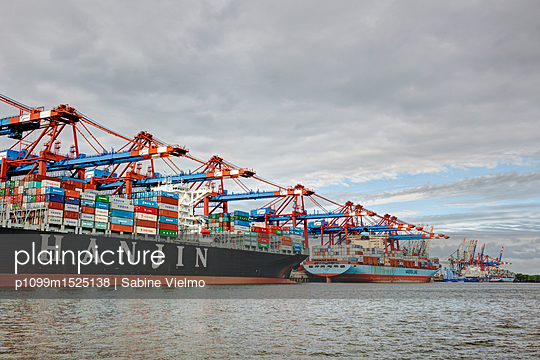 Containerterminal Hamburg - p1099m1525138 von Sabine Vielmo