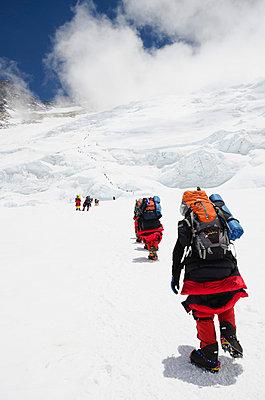 Climbers on the Lhotse Face at 7000m on Mount Everest, Solu Khumbu Everest Region, Sagarmatha National Park, UNESCO World Heritage Site - p871m819472 by Christian Kober