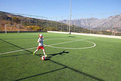 Playing football in Greece - p454m2196004 by Lubitz + Dorner