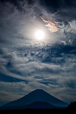 Vulkan bei Sonnenaufgang - p958m1586523 von KL23