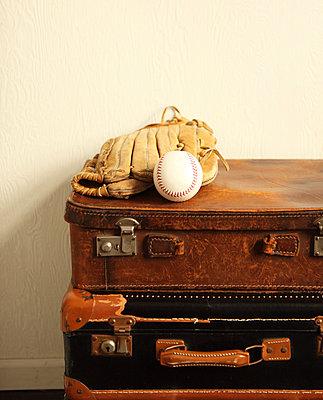 Baseballhandschuh - p045m792224 von Jasmin Sander