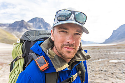 Portrait of mountaineer in Akshayuk Pass, Baffin Island, Canada - p1166m2261225 by Cavan Images