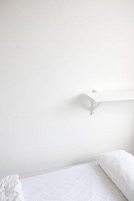 Weißes Hotelzimmer - p4470201 von Anja Lubitz