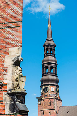 St. Catherine's Church in Hamburg - p488m1048417 by Bias