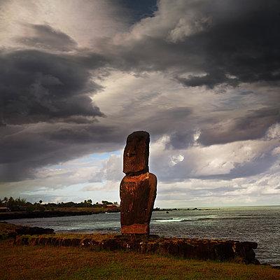 Moai am Meer - p375m2072669 von whatapicture