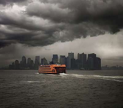 Staten Island ferry sailing towards Manhattan, New York, United States of America, North America - p8713513 by Jon Purcell