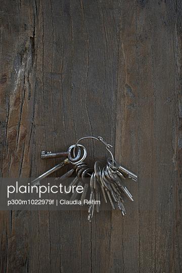 Bunch of old keys on dark wood - p300m1022979f by Claudia Rehm