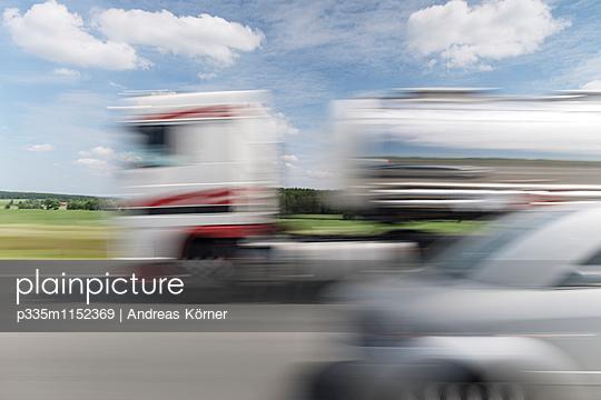 Passenger car and truck  - p335m1152369 by Andreas Körner