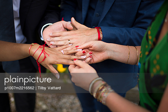 Bride and groom showing their rings - p1007m2216562 by Tilby Vattard