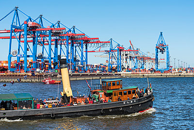 Harbour of Hamburg - p488m1031055 by Bias